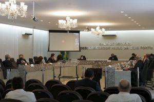A sessão extraordinária do Tribunal Pleno foi acompanhada por magistrados e servidores