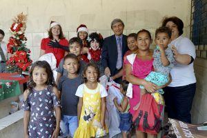 Filhos e netos dos catadores receberam brinquedos
