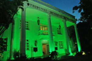 A sede do TRT/CE ilumina-se de verde anualmente em memória às vítimas de acidente de trabalho