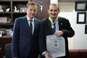 A entrega da medalha e do diploma ao des. Franzé Gomes foi feita por Carlos Pimentel de Matos Júnior, ex-ministro do Trabalho interino