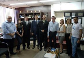 A solenidade de entrega ocorreu no gabinete do magistrado, na sede do TRT/CE