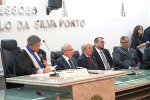 Des. Plauto Porto, presidente do TRT/CE, presidiu a solenidade, ocorrida na Sala de Sessões da corte