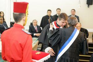 Por ocasião da posse, des. Paulo Régis recebe a Ordem Alencarina do Mérito Judiciário