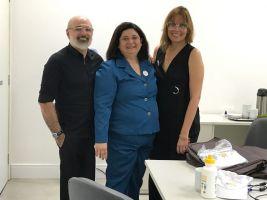 Na foto, o servidor do TRT/CE Williams Mota, a desembargadora Regina Gláucia e Flávia Castelo