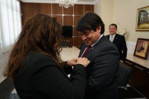 O procurador recebeu a Medalha no grau Oficial