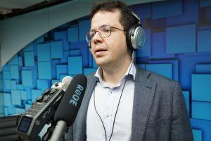 O juiz André Barreto gravou o programa em estúdio próprio do TRT/CE