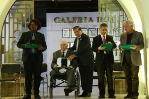 Des. Judicael recebeu a honraria do reitor do IFCE, Virgílio Araripe
