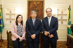 Procuradora-chefe do MPT-CE, Mariana Ferrer, des. Plauto Porto e o procurador-geral do MPT, Alberto Balazeiro