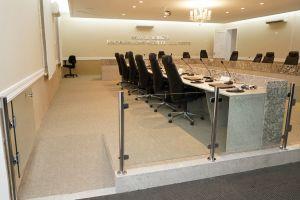 A área de julgamento recebeu rampas de acesso laterais