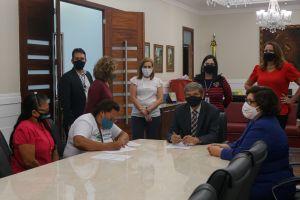 Assinatura dos termos de compromisso foi acompanhada por membros da Ecosétima, na Presidência do TRT/CE