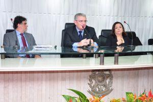 O ministro Luiz Philippe foi saudado pelo presidente do TRT/CE, desembargador Tarcísio Lima Verde Júnior, e pela diretora da Escola Judicial, desembargadora Maria Roseli Alencar