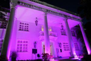 Para chamar a atenção sobre a importância da campanha, a sede do TRT/CE ficará iluminada com a cor rosa durante todo este mês de outubro