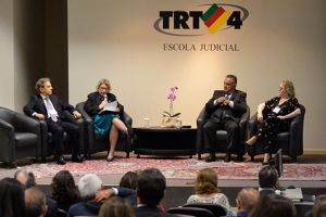 O evento ocorreu no Auditório Ruy Cirne Lima, na Escola Judicial do Tribunal Regional do Trabalho da 4ª Região (RS)
